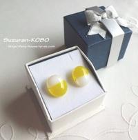 卵カラーのピアス(スタッド・樹脂)