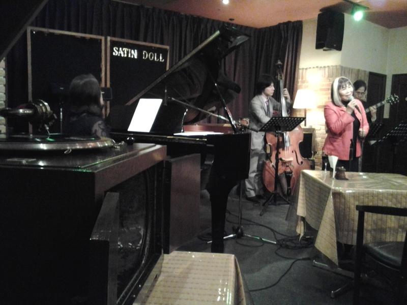 蓄音機演奏と生歌のコラボレーション画像